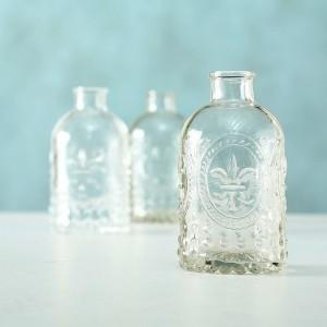 Los floreros en cristal que necesitas para tus proyectos decorativos. Botella original con relieves ideal para decoración de bodas, eventos.